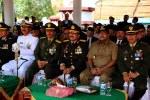 Komandan Korem 064 Maulana Yusuf Serang Kol Inf Dedi Kusmayadi berdampingan dengan Wakil Gubernur Banten Rano Karno dalam acara HUT TNI ke 68 di lapangan Alun-alun barat Kota Serang, Sabtu (05/10)