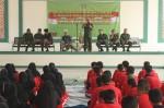Danrem 064 Maulana Yususf Serang Kol Inf Dedi Kusmayadi saat memberikan pemaparan kepada ratusan santri di Ponpes Daar El-Istiqomah, Selasa (22/10).