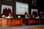 Wakil Gubernur Bante Rano Karmo saat menghadiri rapat paripurna di gedung DPRD Banten, dengan agenda Paripurna pemandangan umum fraksi-fraksi terhadap penyampainan nota pengantar Gubernur mengenai Racangan Peraturan Daerah (RAPERDA) tentang rancangan Anggaran  Pendapatan dan  Belanja Daerah (APBD) Provinsi Banten Tahun Anggaran 2014